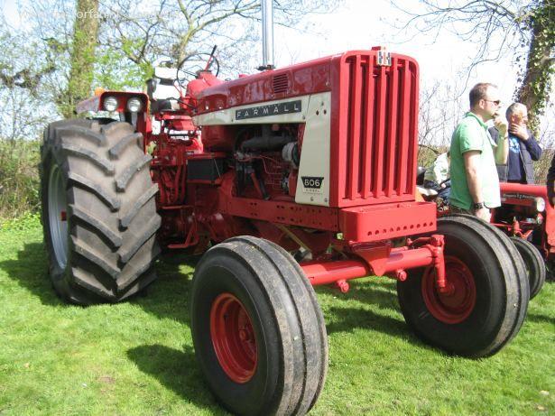 pin by jackson schultz on tractors tractors international tractors vintage tractors pinterest