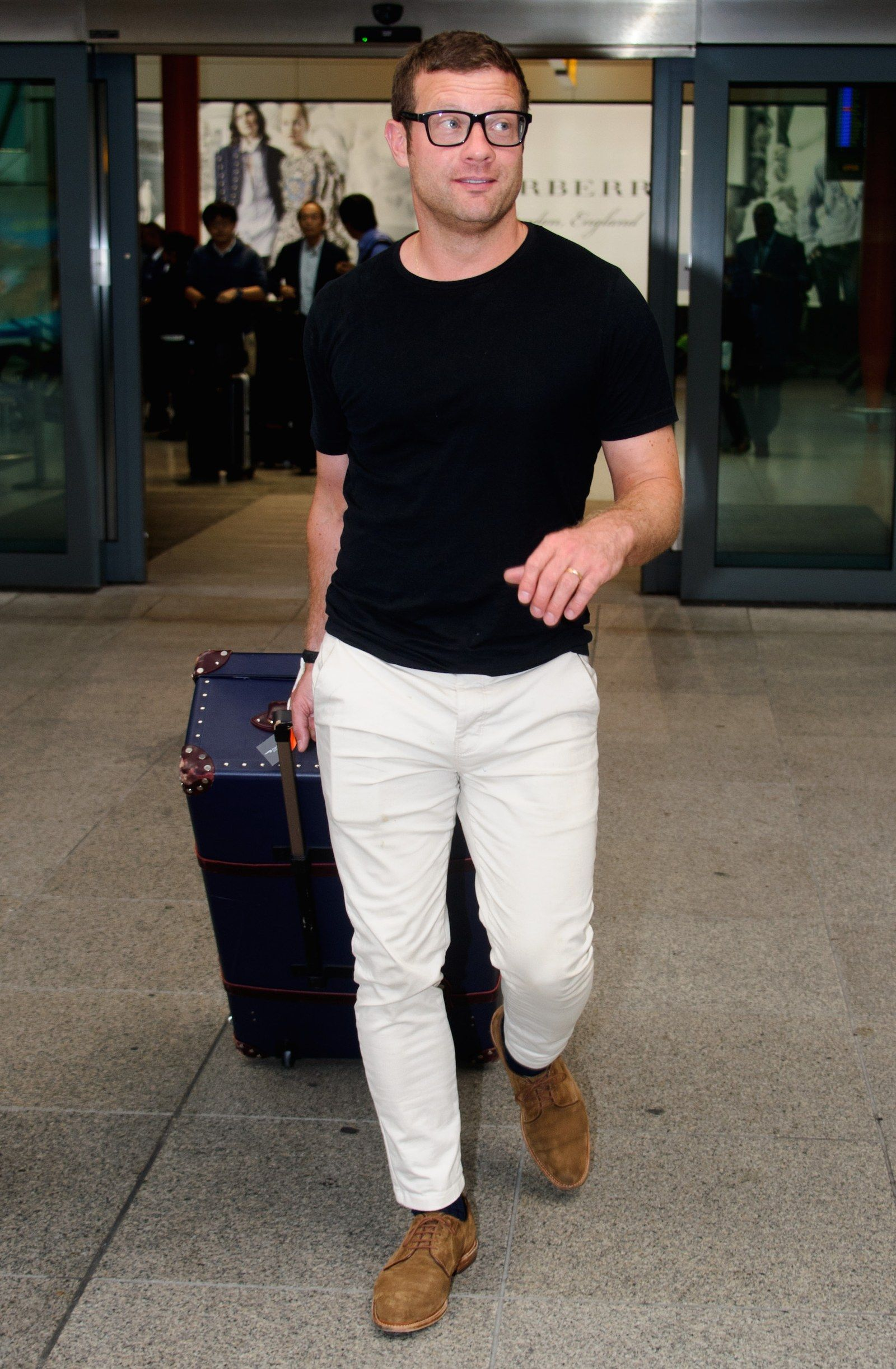 06502892 3 Easy Ways to Wear White Jeans This Summer in 2019 | White jeans ...
