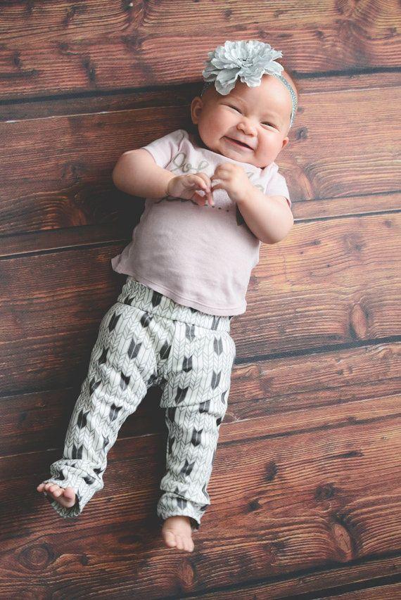 046a071af44f9 Sexe moderne organique neutre bébé bambin Chevron Mini flèche blanche grise  Leggings pantalon de Yoga
