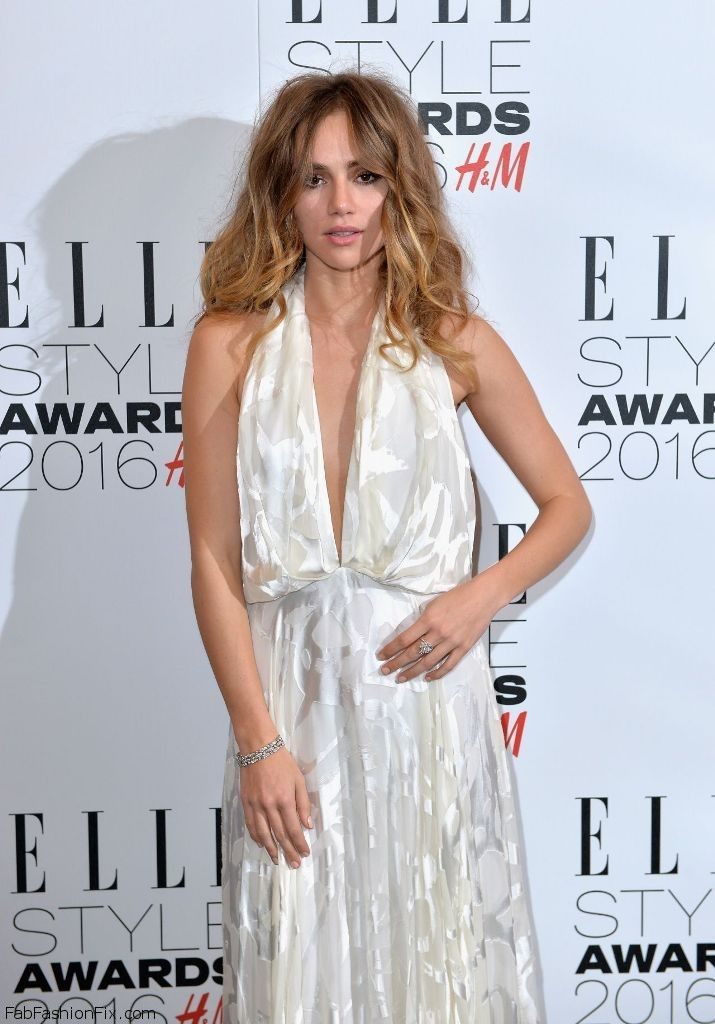 Suki Waterhouse in Camilla and Marc white halterneck gown at 2016 ELLE Style Awards (February 2016). #sukiwaterhouse