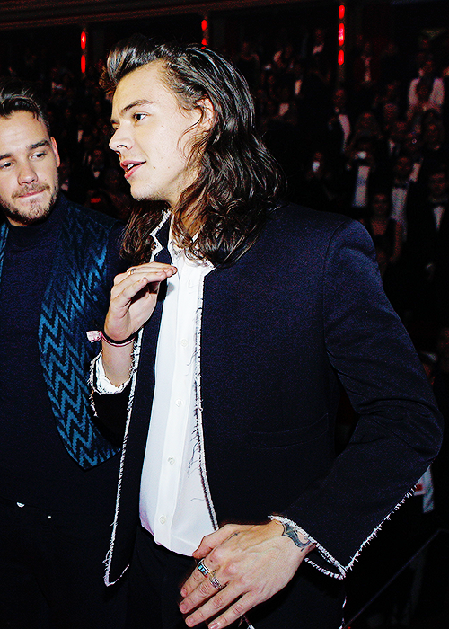 "best harry pics on Twitter: ""Harry at Royal Variety tonight https://t.co/pItV3PrJoG"""