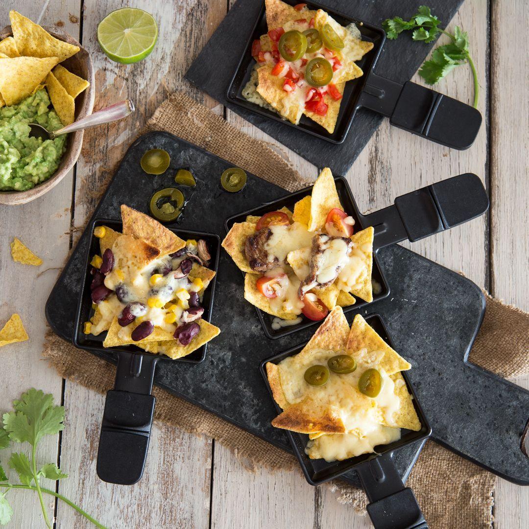 – heute kommt Mexiko ins Pfännchen Mach deine Tortilla Chips zu echt mexikanischen Nachos: Mit leckeren Toppings belegen und mit viel Käse im Pfännchen unter dem Raclette-Grill überbacken.Mach deine Tortilla Chips zu echt mexikanischen Nachos: Mit leckeren Toppings belegen und mit viel Käse im Pfännchen unter dem Raclette-...