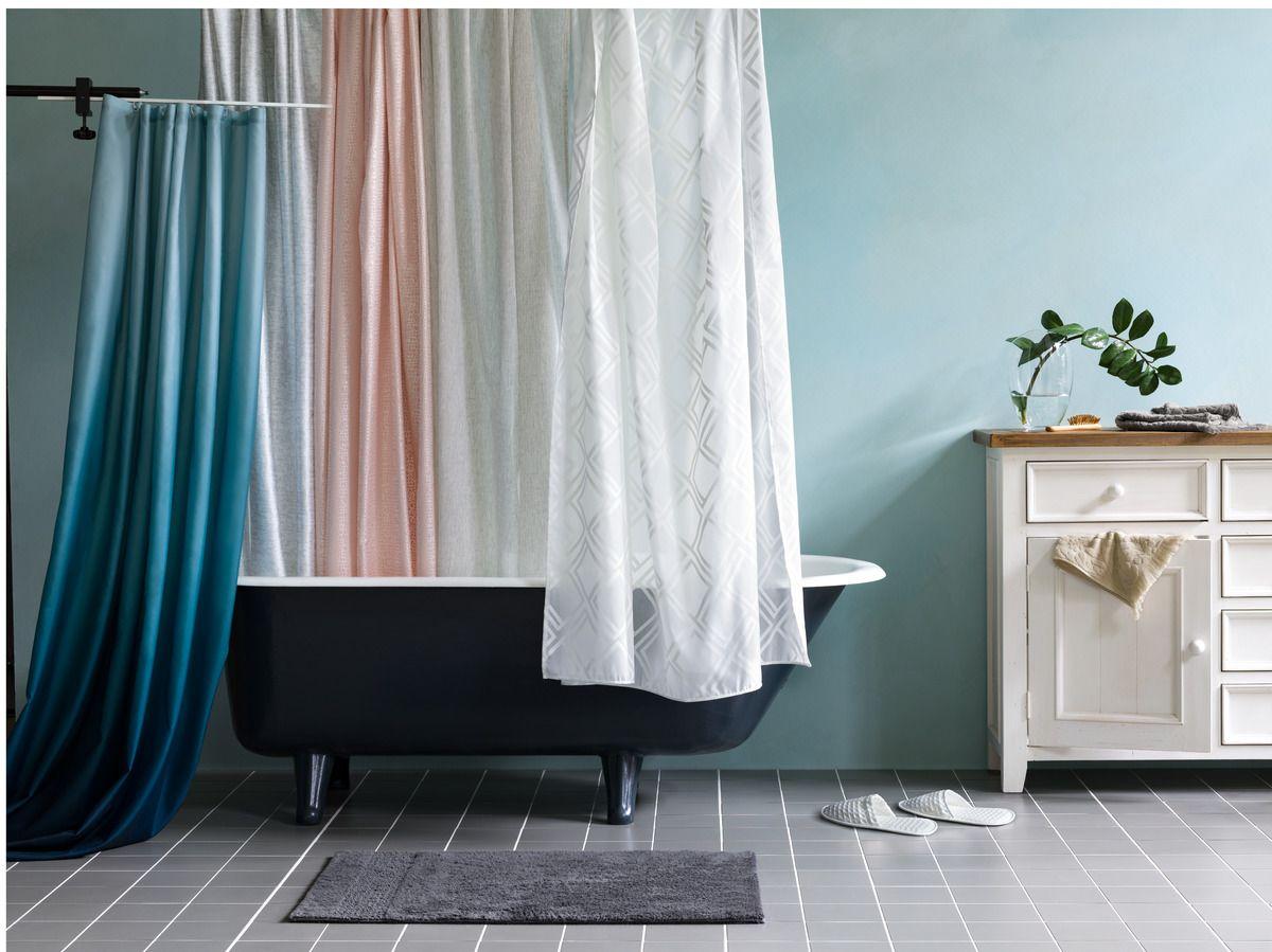 Micasa Badezimmer mit diversen Duschvorhängen ...