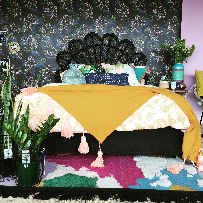 Size black bed queen