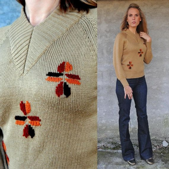 1970s granny floral print sweater . geometric flowers . autumnal colors . size xs s m - buy at www.nesteggvintage.etsy.com