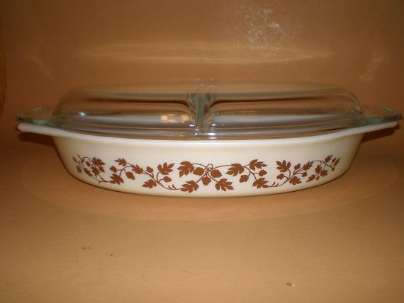 Pyrex Gold Golden Acorn Divided Casserole Serving Dish with Lid 1.5 Qt