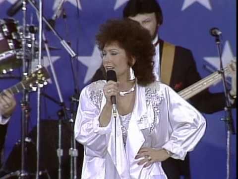 Loretta Lynn You Ain T Woman Enough To Take My Man Live At Farm Aid 1985 Loretta Lynn Loretta Country Music Videos