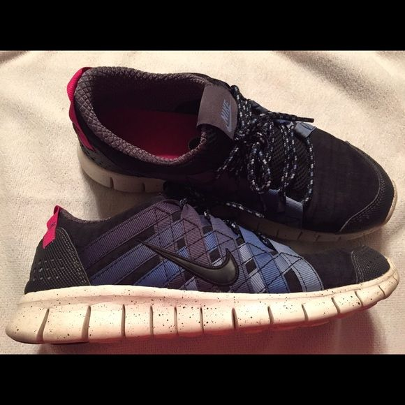 Women's Nike Free Powerlines size 10 Women's Nike size 10 Navy with pink trim. Worn a few times but in really good condition. Nike Shoes Athletic Shoes