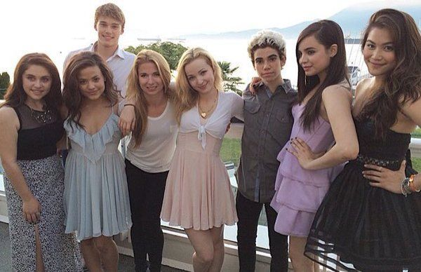Mitchell Hope FANS (@mitchelljhope) #castofdescendants Dove Cameron, Mitchell Hope, Cameron Boyce and 4 others #cameronboyce