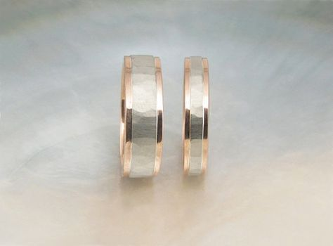 Rose Gold And White Gold Wedding Band Set Hammered Two Tone Wedding Rings With Step Down Edges Dengan Gambar Cincin Kawin Cincin Perkawinan Pernikahan Emas