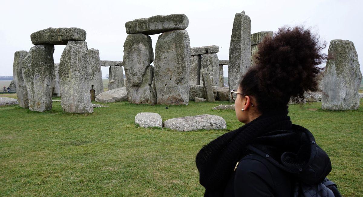 Oi galera, beleza? Bom, se vocês me seguem no meu Instagram vocês viram que no meu último fim de semana eu visitei o Stonehenge! Para começo de conversa eu vou explicar o que é... O Stonehenge fica...