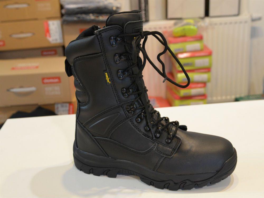 Patrol Model Wykonany W Calosci Ze Skory Bydlecej Obuwie Wiazane Dodatkowo Wyposazone W Suwak Z Boku Co Przyspiesza Jego Codzien Combat Boots Army Boot Boots