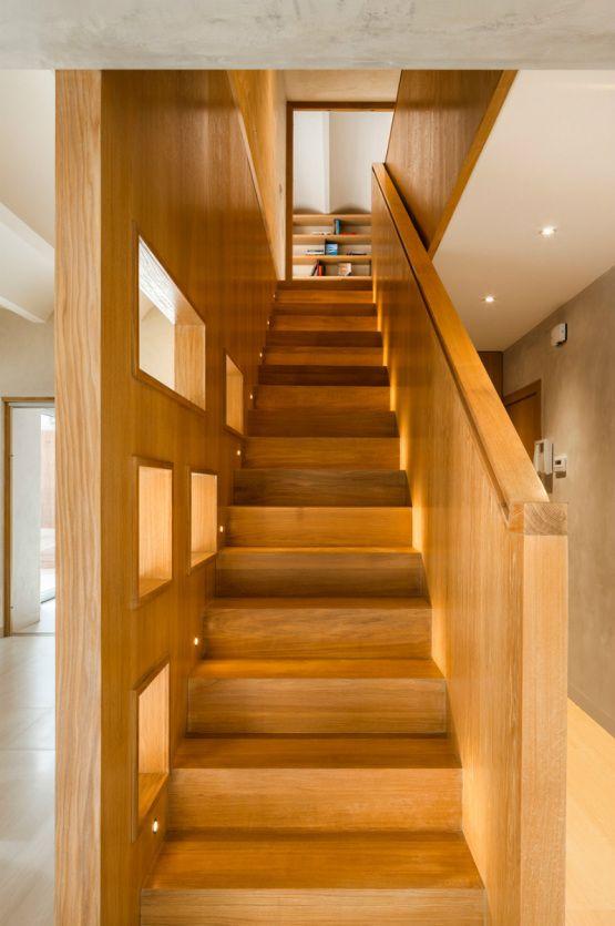 Unir dos pisos por una escalera   Revestimiento madera, Dos pisos y ...