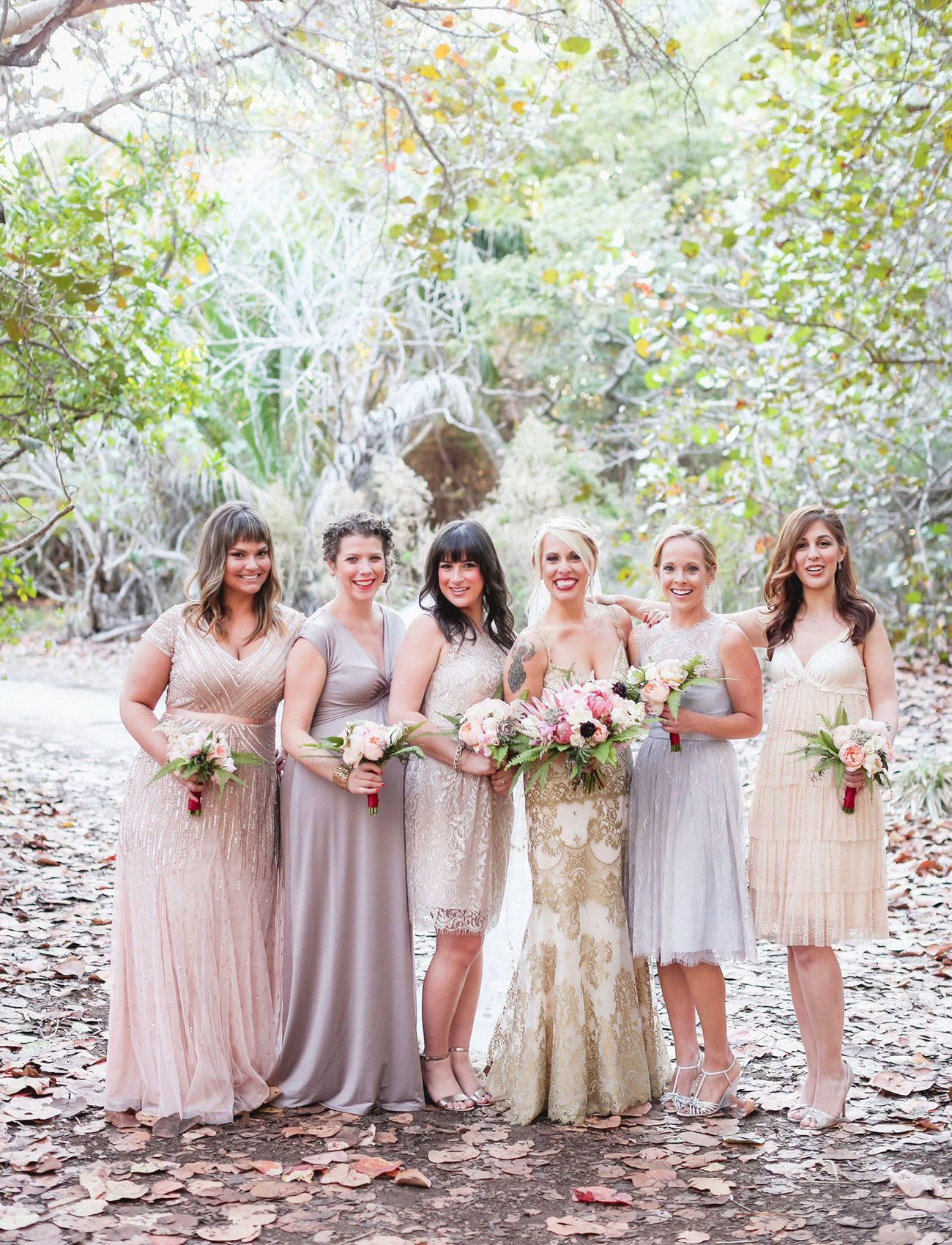 Brautjungfern in Creme und Grau