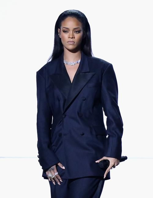"Rihanna's Stylist Had to ""Stalk PR"" for That Dress | Rihanna outfits, Rihanna  dress, Rihanna style"