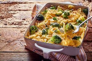 Grâtin de pâtes aux brocolis et jambon à la sauce blanche légère -