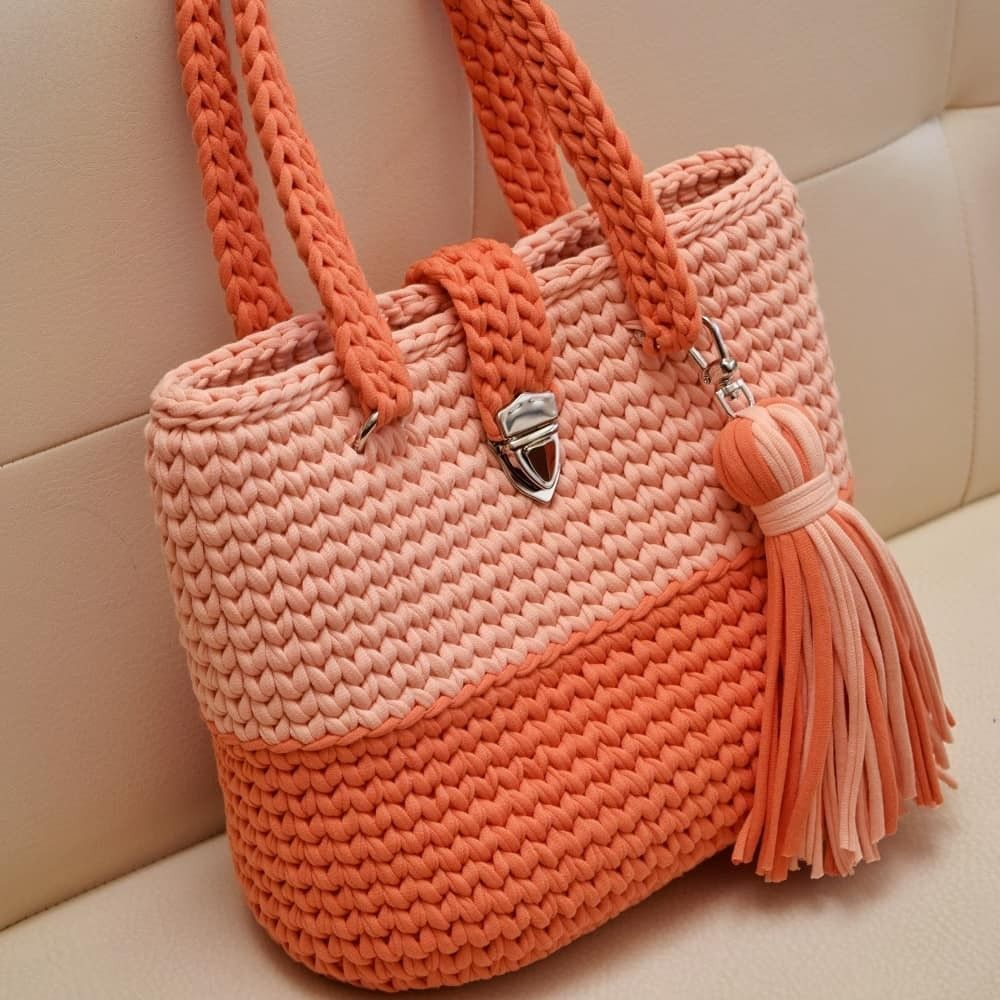 Crochet handbag pattern with video. Super cute and pretty easy. Made in the round using t-shirt yarn. Click to view #crochethandbags