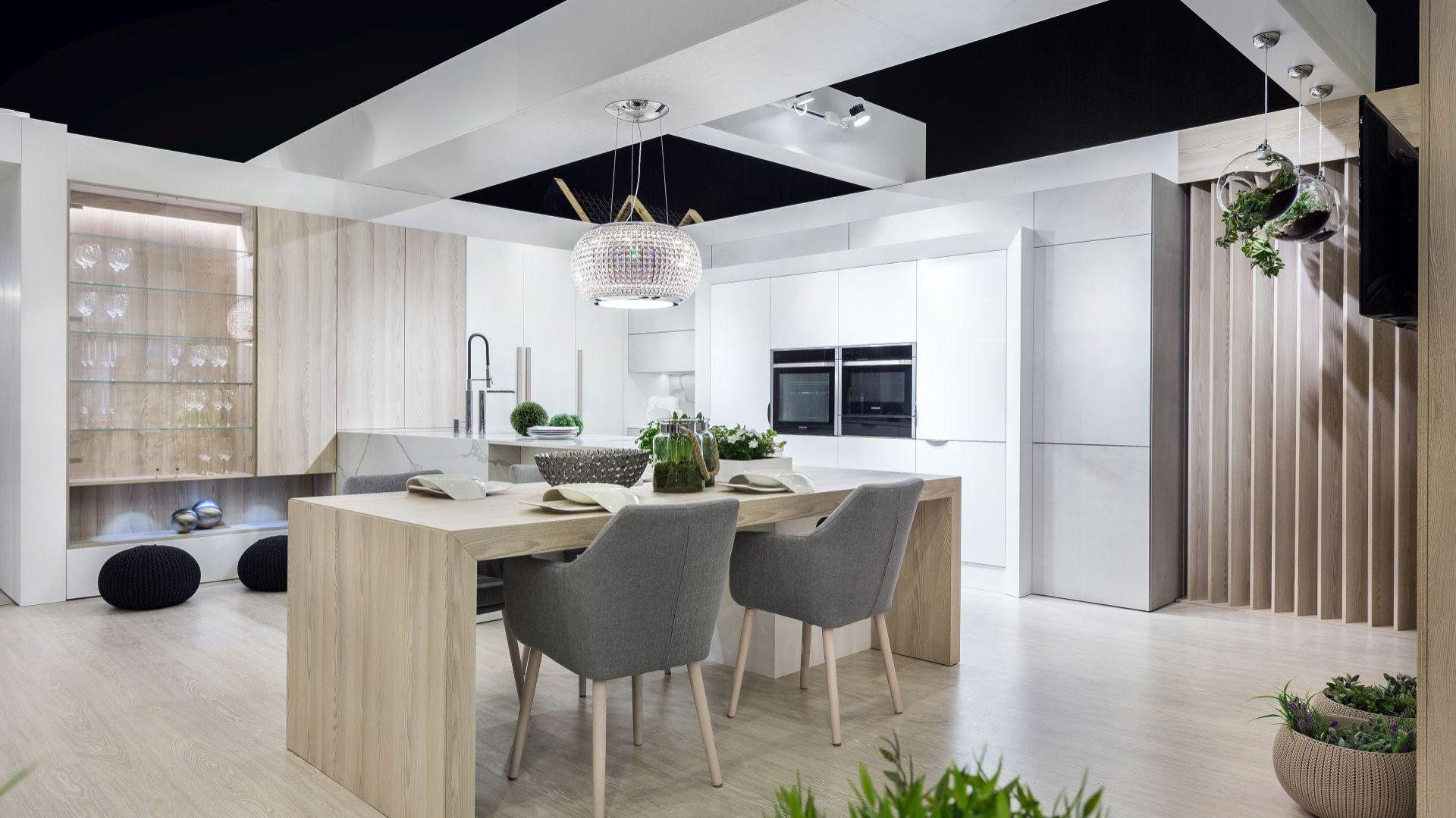 Kuchnia Ta Jest Minimalistyczna Wizja Przestrzeni W Stylu Nowoczesnym Z Naciskiem Na Aspekty Praktyczne Dlatego Blaty Wykonano Ze Spieku Home Decor Home Decor
