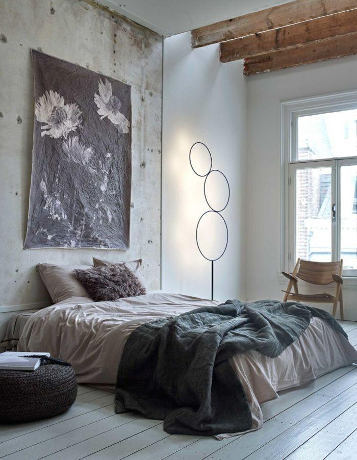 Wohnideen Schlafzimmer In Grau, Wand Mit Veraltetem Look, Schwarz Weißes  Plakatt Mit Blumen