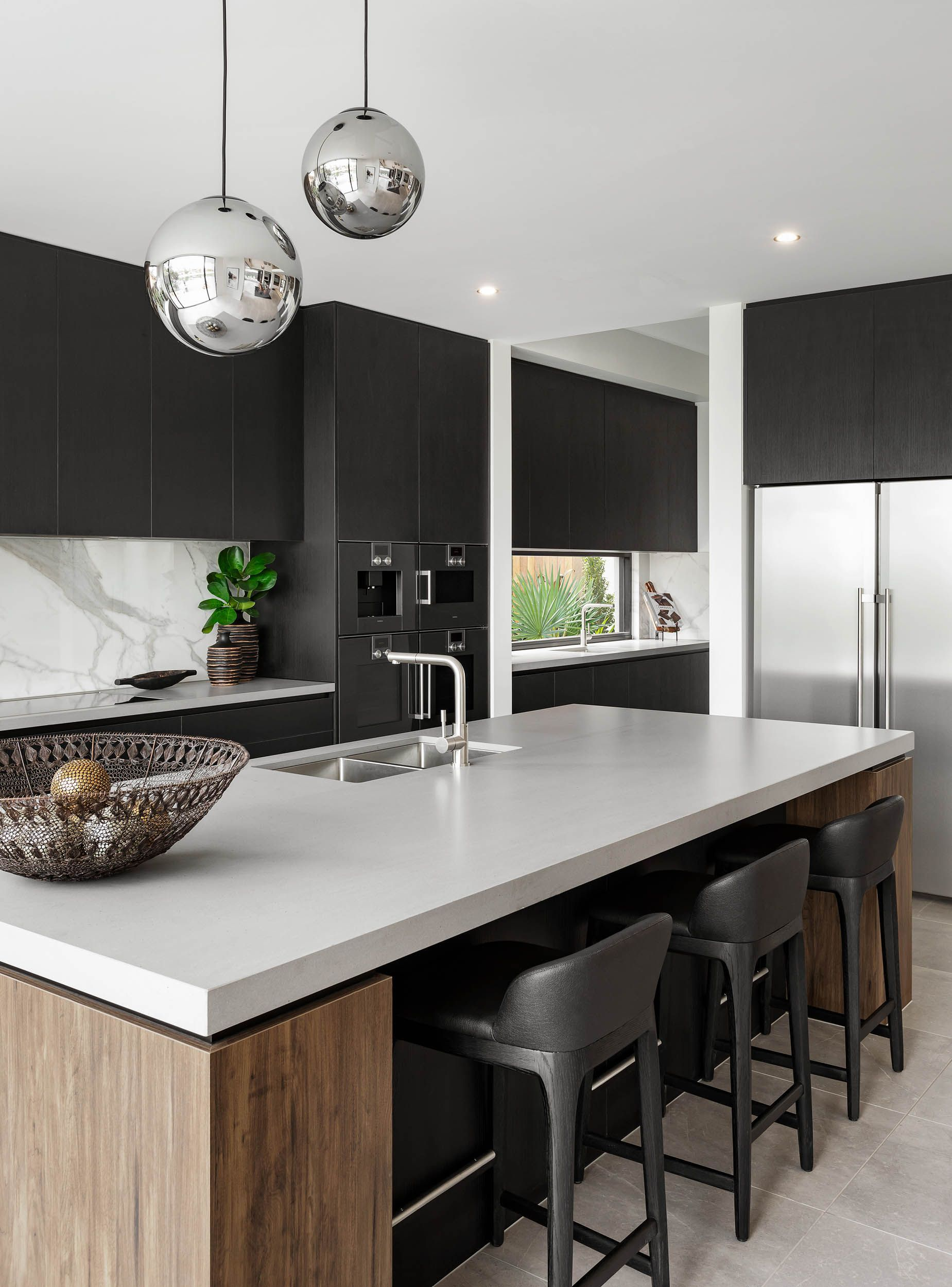 Kitchen The Signature By Metricon Riviera On Display In Sorrento Qld Avec Images Cuisine Moderne Cuisine Contemporaine Cuisine Design Moderne