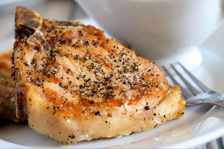 Oven Roasted Pork Chops Are a Quick and Easy Dinner Solution #grilledporkchops