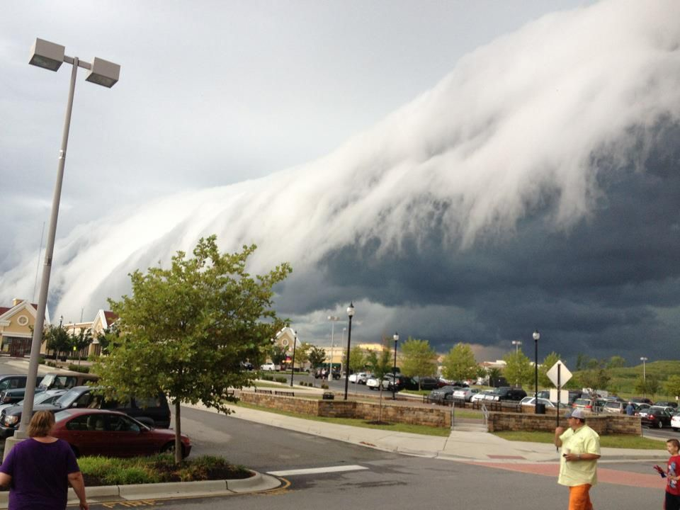 WEATHER DANGERS - HUGE WALL CLOUD LOOKS LIKE A GIANT WAVE CRASHING - SCARY WEATHER!