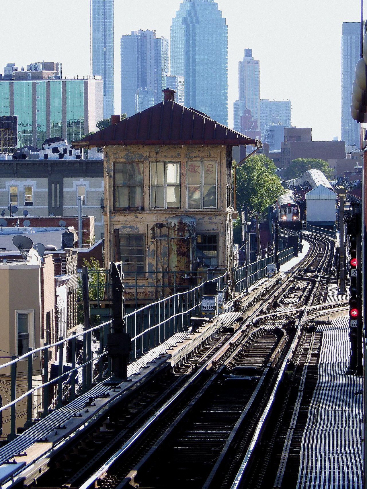 Looking Down The Tracks Of The Astoria Line Nytransitmuseum New York Subway Ny Subway Model Train Scenery