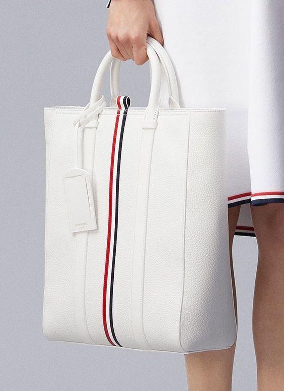 Womens Handbags & Bags : Les plus grandes marques de luxe au monde, Luxury & Vintage Madrid, vous propose…