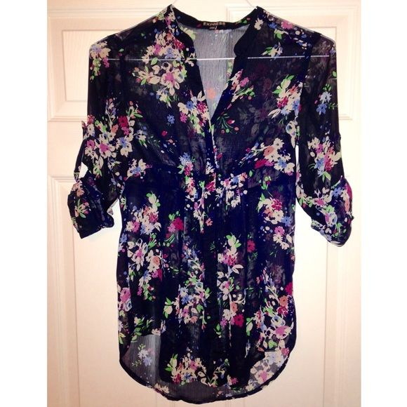 XS Express Floral Top Beautiful XS Express button down Floral Top perfect for spring time! Express Tops