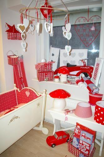 Children's shop display, kids store, red and white decor. Kinderwinkel O'Livia specialist in het stylen en decoreren van kinderkamers. Hardegarijp, Netherlands.