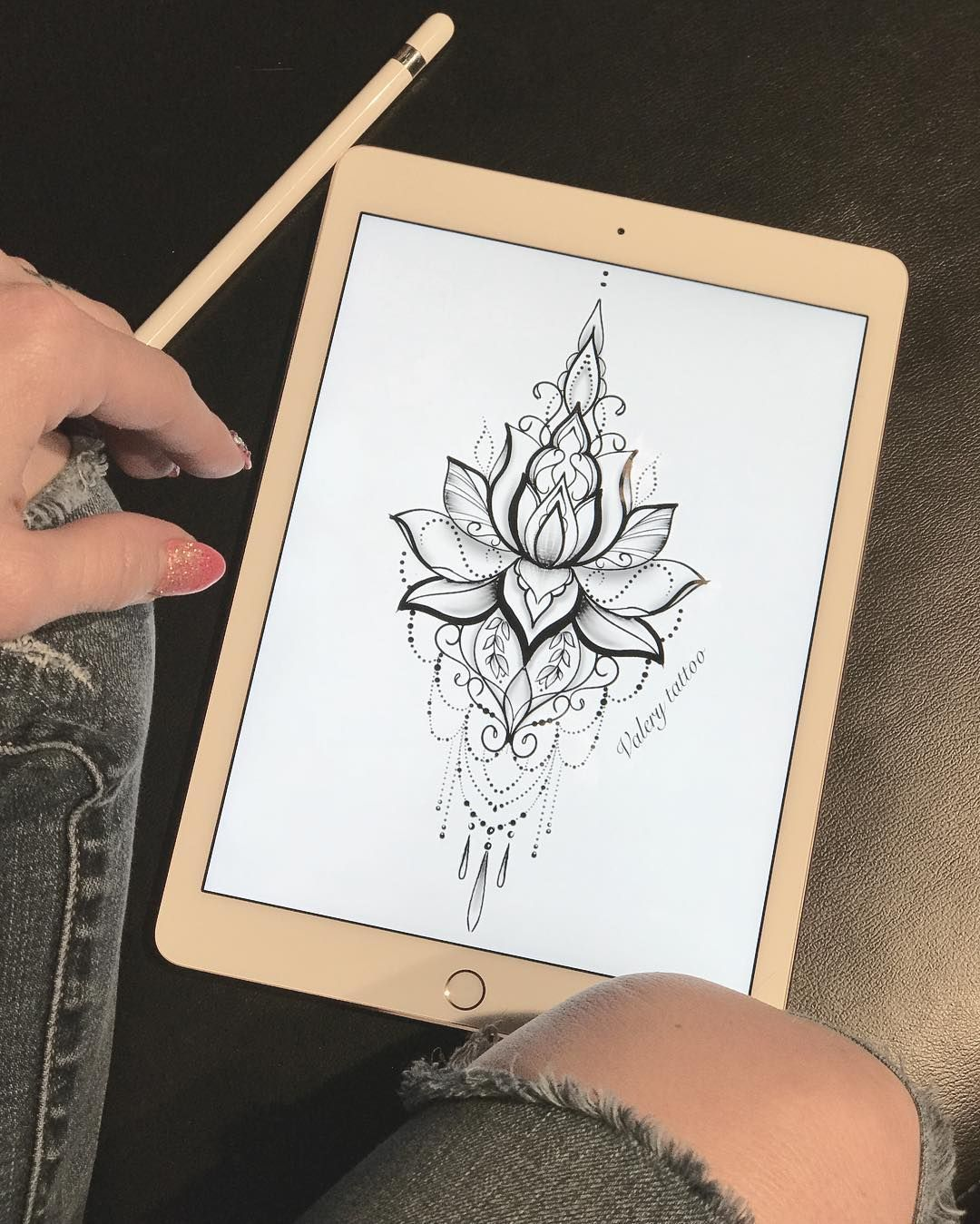 Lotustattoo Flower Small Hand