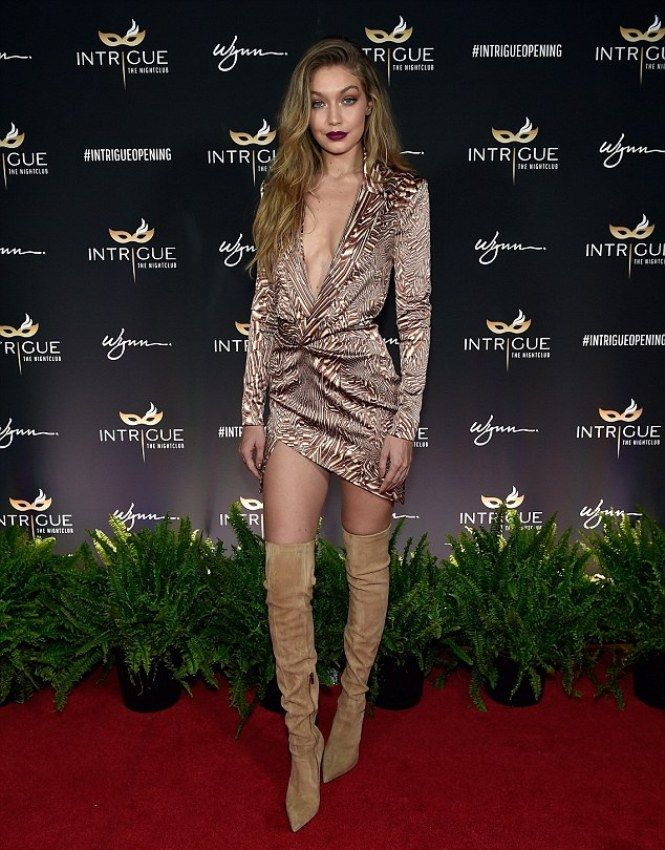 797554efa54 Gigi Hadid stunning look in Las Vegas as celebrating 21st birthday with her  friends that she cannot forget