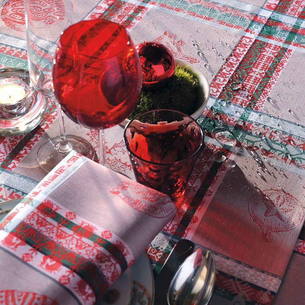 chemin de table ambiance chalet garnier thiebaut modle mille noel chemin de table en coton anti tache coloris gris et rouge