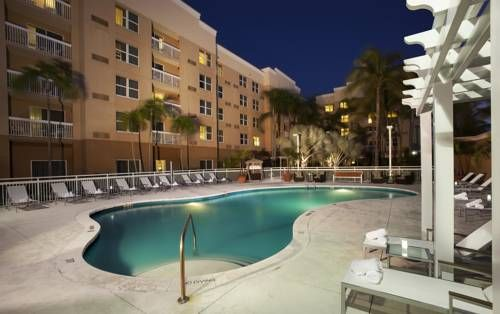 Courtyard by Marriott Miami Aventura Mall Aventura (Florida) Courtyard Miami Aventura Mall features rooms with free Wi-Fi and cable TV with HBO. It has a heated outdoor pool and a hot tub and is 3 miles from Sunny Isles Beach.  Guest rooms offer dining and seating areas and desks.