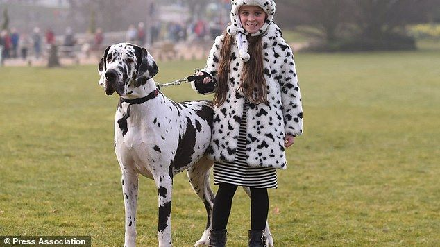 Ashleigh And Pudsey Support Campaign Against Parasites At Crufts