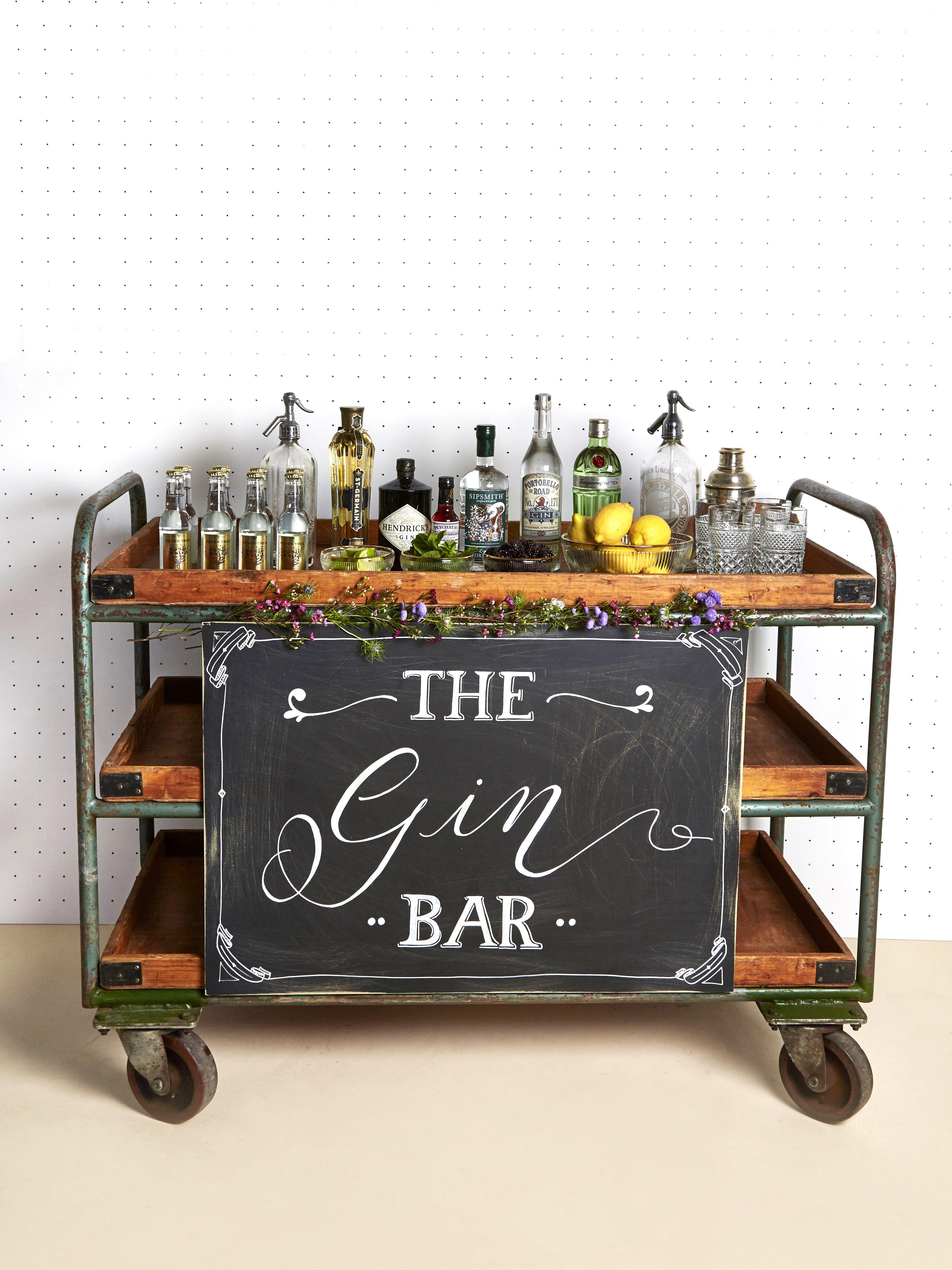 die besten 25 gin bar ideen auf pinterest gartenbar diy gartenm bel und servierwagen f r drau en. Black Bedroom Furniture Sets. Home Design Ideas