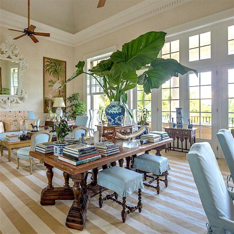 Bunny Williams One Of My Favorite Blue And White Living Rooms By The Incomparable In Her Home Punta Cana Room Is Layered Yet Not