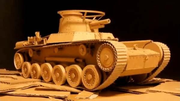 the remote controlled tank built with amazon boxes handmade