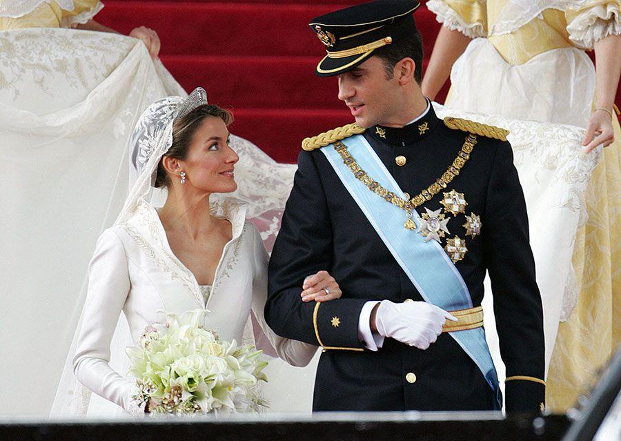 Prince Felipe and Princess Letizia\'s wedding | Dress designs, Royals ...