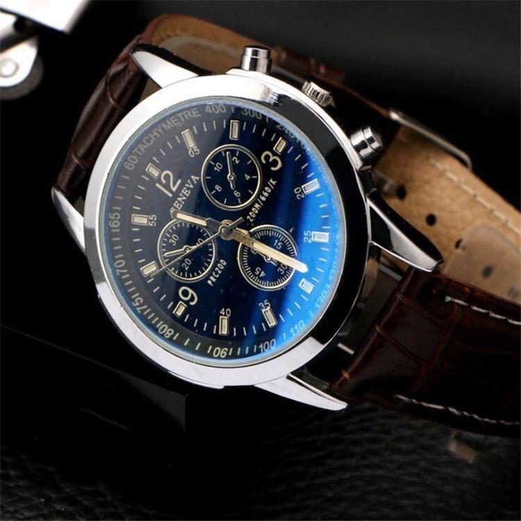 1 قطعة أزياء ووتش رجال جلدية الشريط محاكاة ثلاث عيون الطلب مضيئة كوارتز ساعة في الهواء الطلق Vova Wristwatch Men Digital Wrist Watch Business Watch