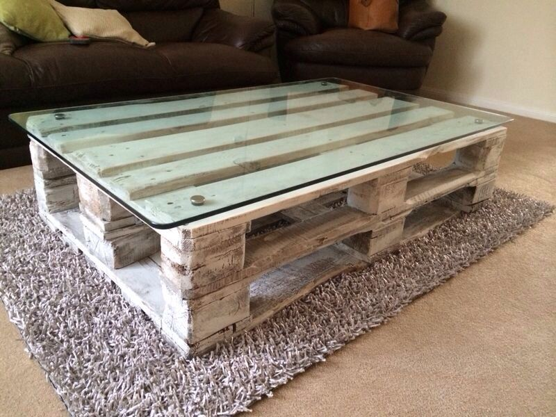 Recycled Pallet Coffee Table With A Recycled Fish Tank Glass Top Painted With White Chalk Painting Furniture Diy Wood Pallet Tables Pallet Projects Furniture