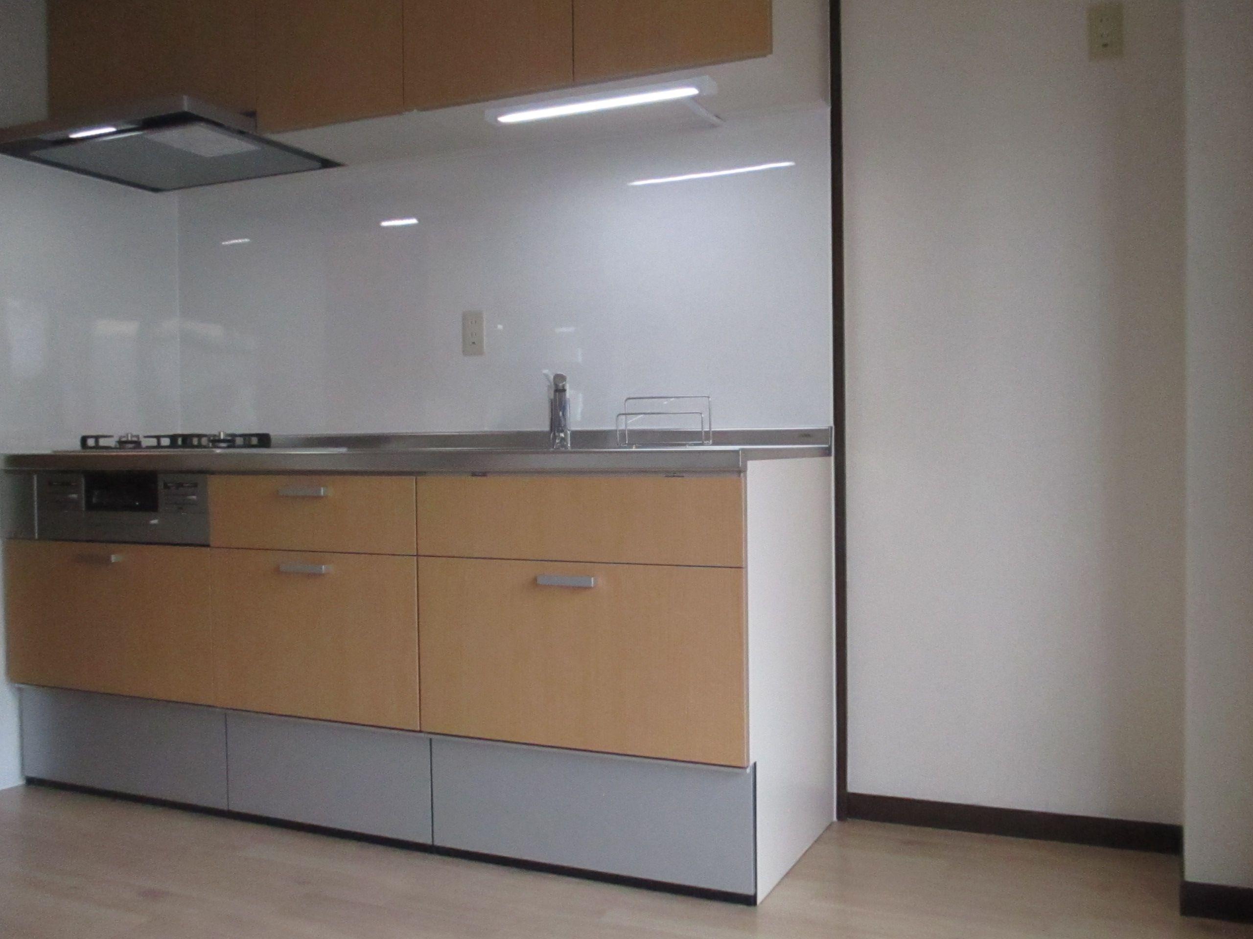リクシルのキッチン シエラです 扉のカラーはナチュラルチェリー キッチン リクシル シエラ ナチュラルチェリー キッチン リクシル リノベーション