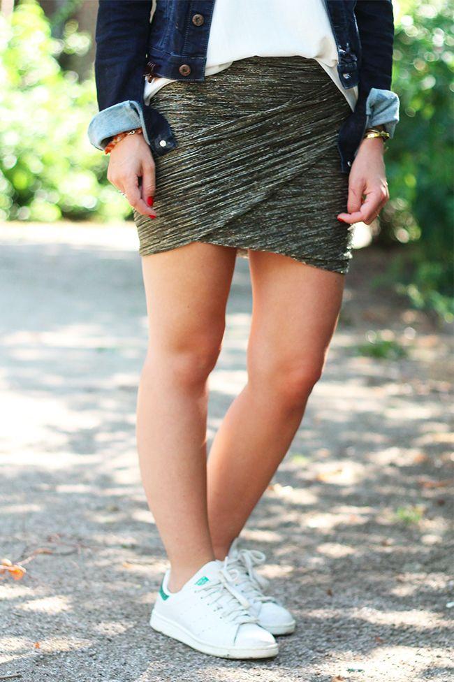 Jupe Dorée Ba&Sh pour La Redoute. Golden Skirt. White Shirt
