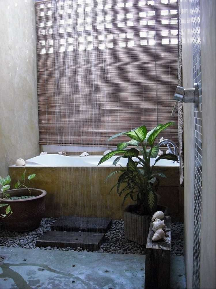 Kleines Bad im asiatischen Stil mit Regendusche! We love it! | Dream ...