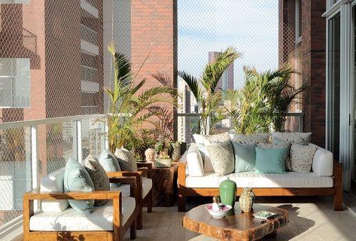 Decorar bem não é decorar com muito, é decorar consciente, é saber o que está fazendo para que a varanda fique um ambiente calmo e bem relaxante.