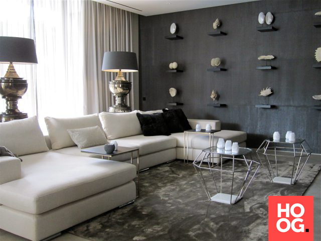 Moderne woonkamer met luxe meubels en open haard | Studio 333/living ...