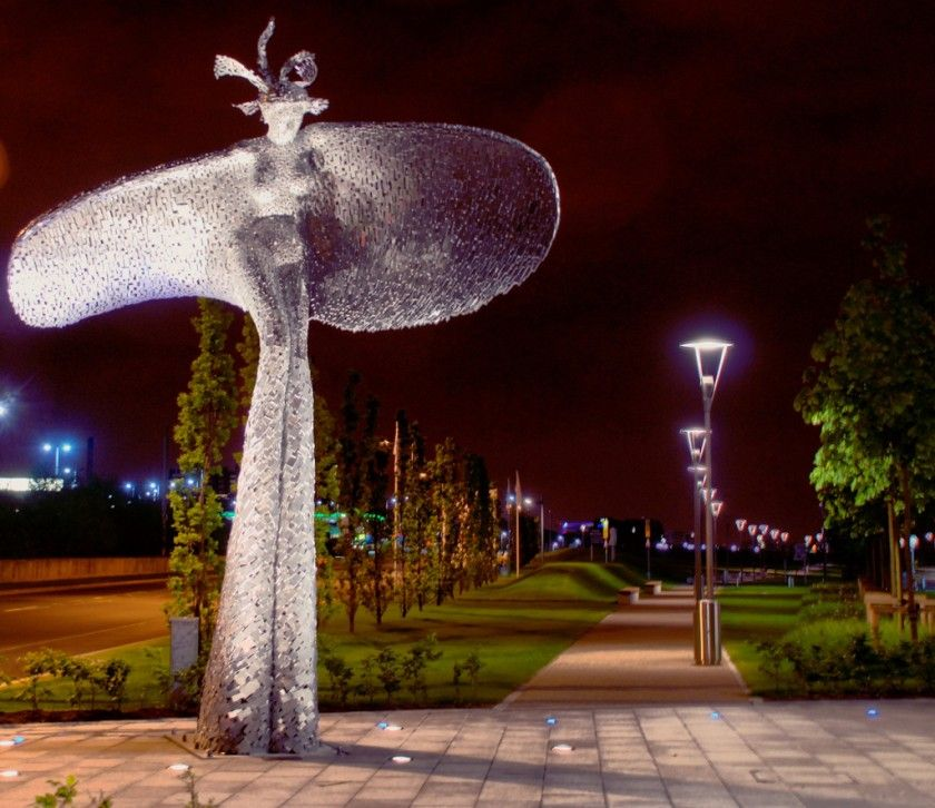 Rise Sculpture By Andy Scott Robert Pool Glasgow Harbour - Amazing horse head sculpture lights scottish skyline