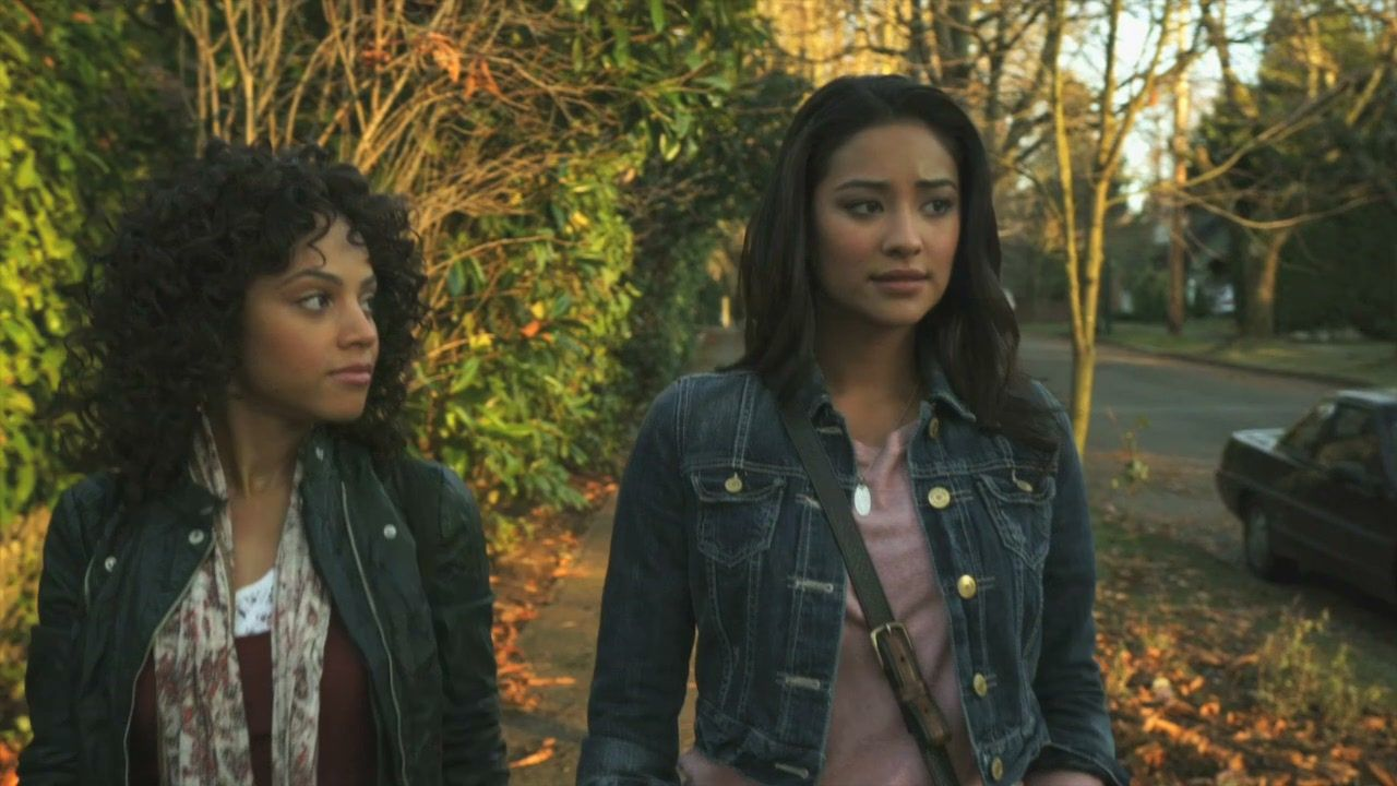 Maya St Germain and Emily Fields Pretty Little Liars ...