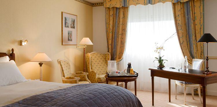 lit queen size dans la chambre classique de lhotel pullman aeroport de marseille - Lit Queen Size