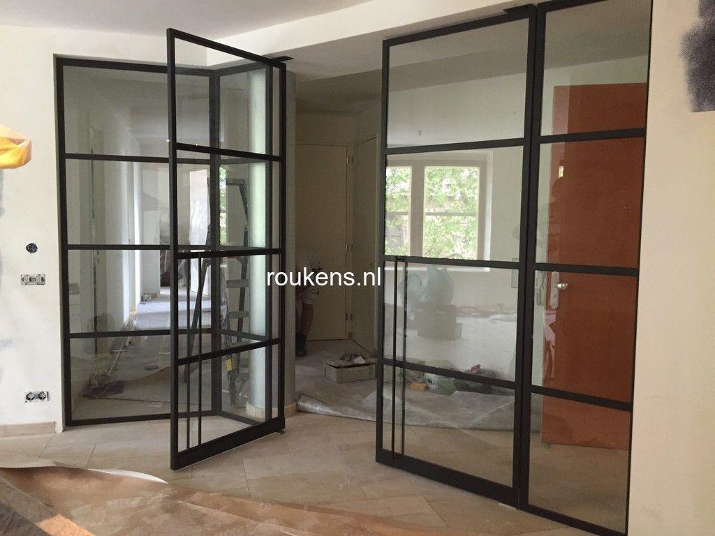 deuren wand van staal met glas met in het midden dubbele taatsdeuren in woerden taatsdeuren. Black Bedroom Furniture Sets. Home Design Ideas